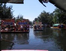 Festejando en Xochimilco